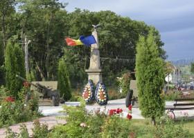 Monumentul zilei: Obelisc al Eroilor din Războiul pentru Independență, Roznov