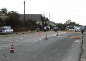 Accident mortal în Roznov: o femeie și un motociclist au murit pe loc