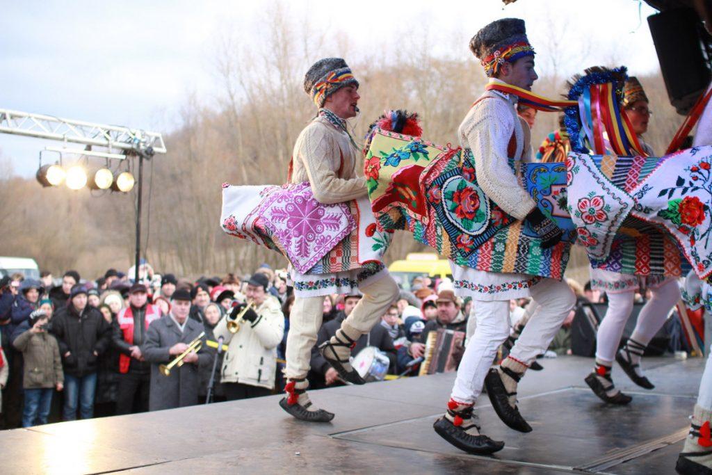 festivalul-de-datini-obiceiuri-si-traditii-de-iarna-borlesti-2016-101