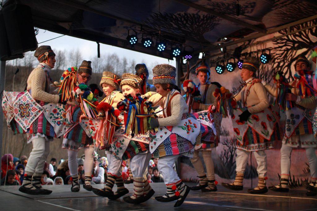 festivalul-de-datini-obiceiuri-si-traditii-de-iarna-borlesti-2016-106