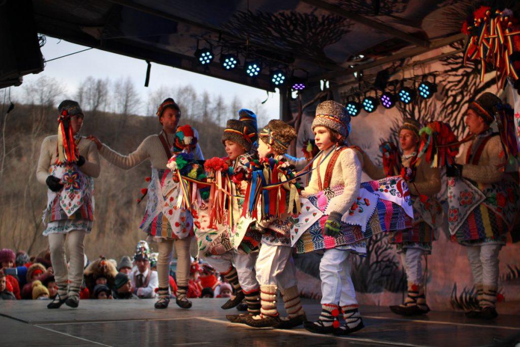festivalul-de-datini-obiceiuri-si-traditii-de-iarna-borlesti-2016-108