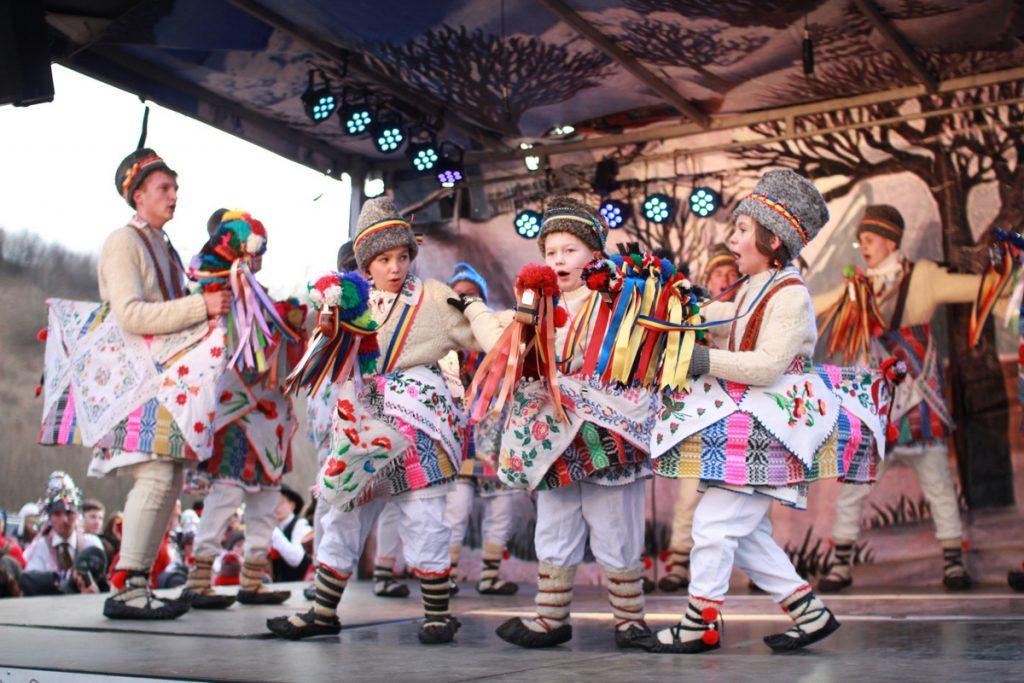 festivalul-de-datini-obiceiuri-si-traditii-de-iarna-borlesti-2016-110