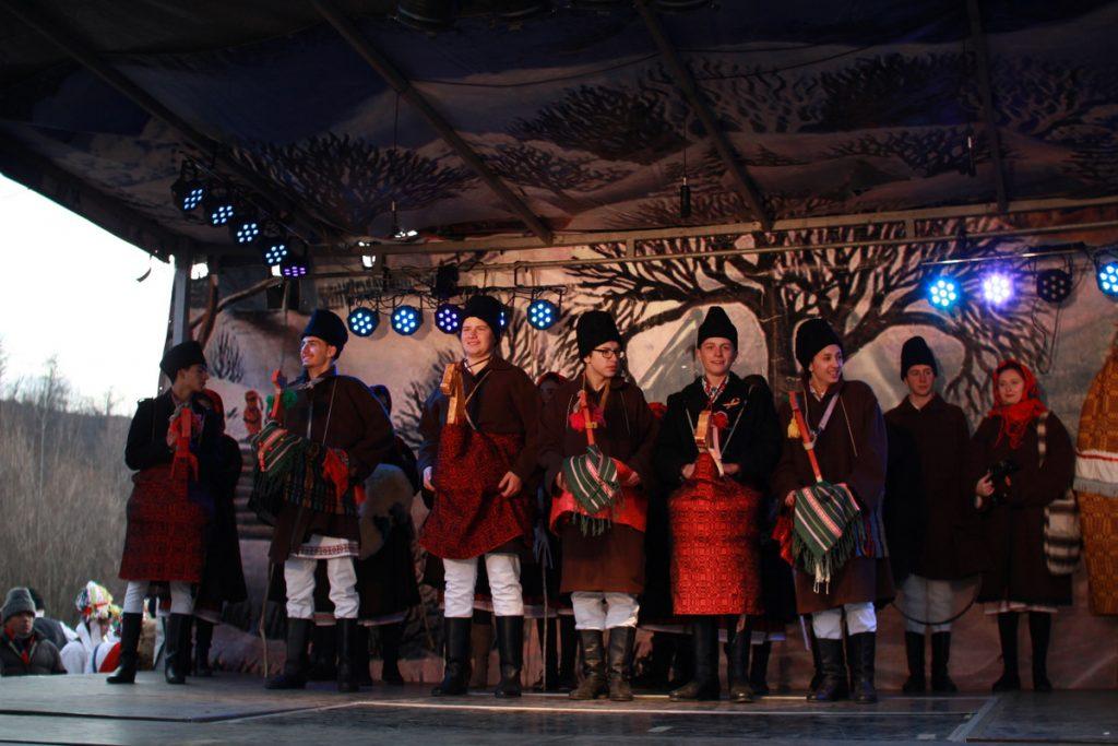 festivalul-de-datini-obiceiuri-si-traditii-de-iarna-borlesti-2016-117