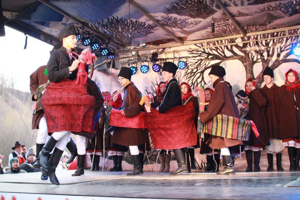 festivalul-de-datini-obiceiuri-si-traditii-de-iarna-borlesti-2016-118