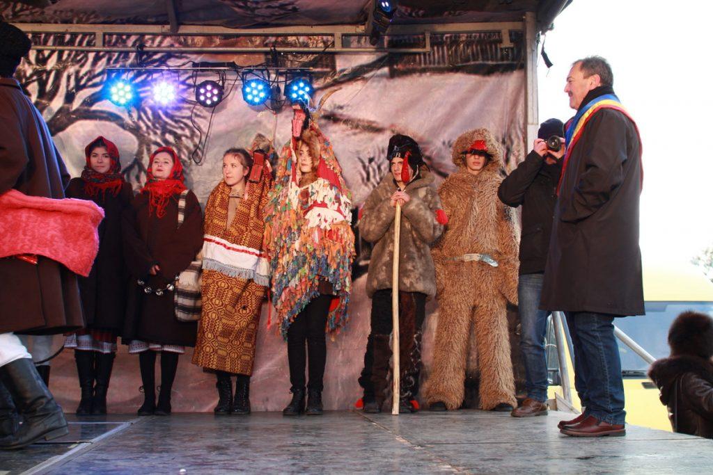 festivalul-de-datini-obiceiuri-si-traditii-de-iarna-borlesti-2016-119