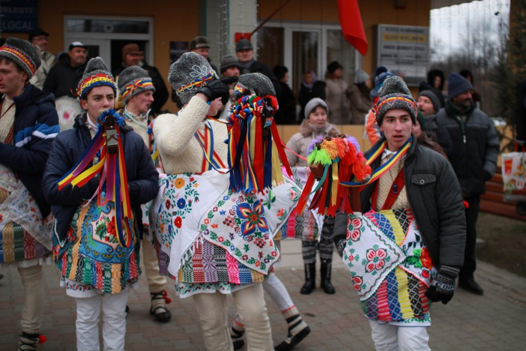 festivalul-de-datini-obiceiuri-si-traditii-de-iarna-borlesti-2016-12