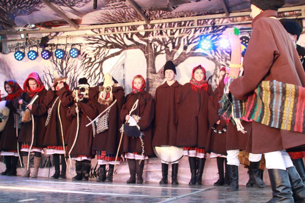 festivalul-de-datini-obiceiuri-si-traditii-de-iarna-borlesti-2016-124