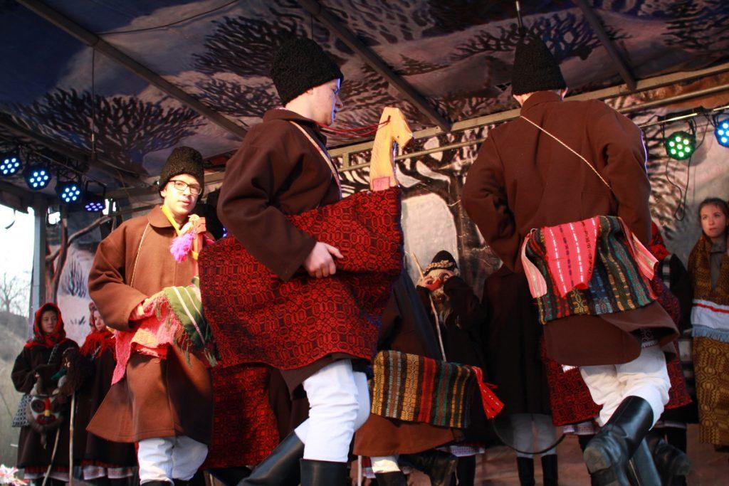 festivalul-de-datini-obiceiuri-si-traditii-de-iarna-borlesti-2016-125
