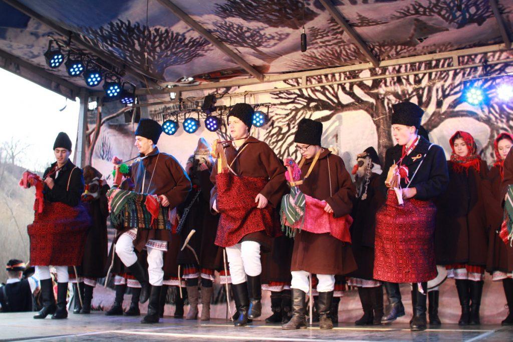 festivalul-de-datini-obiceiuri-si-traditii-de-iarna-borlesti-2016-126