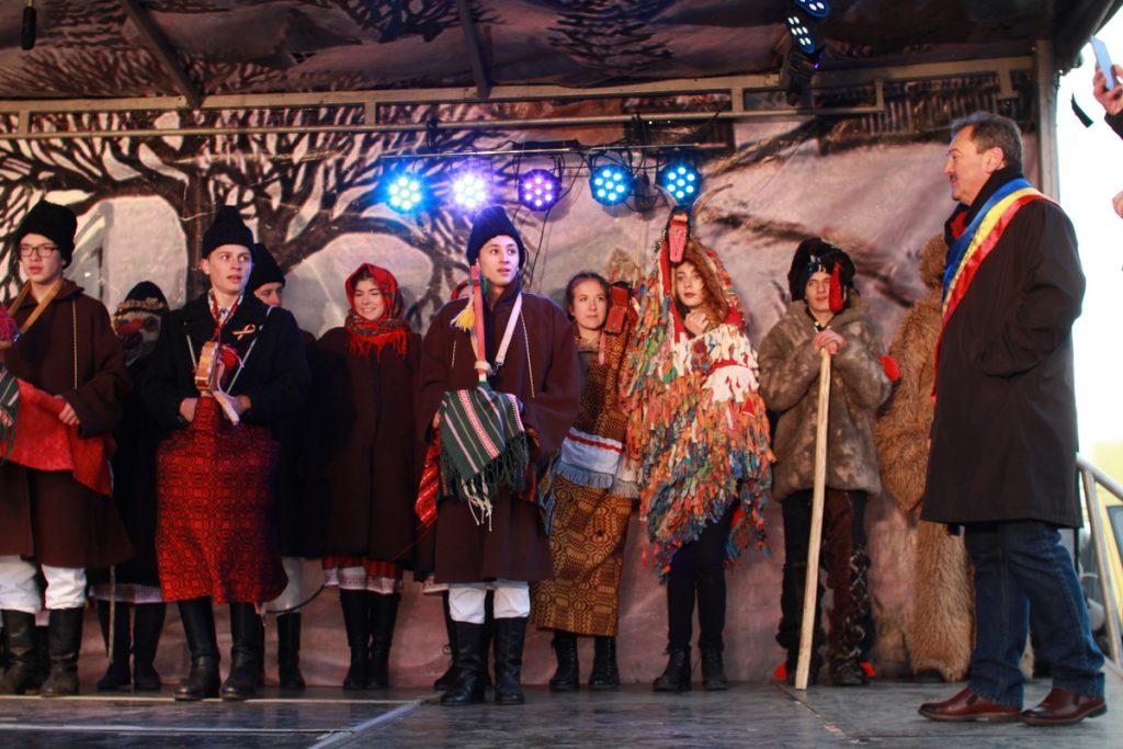 festivalul-de-datini-obiceiuri-si-traditii-de-iarna-borlesti-2016-127