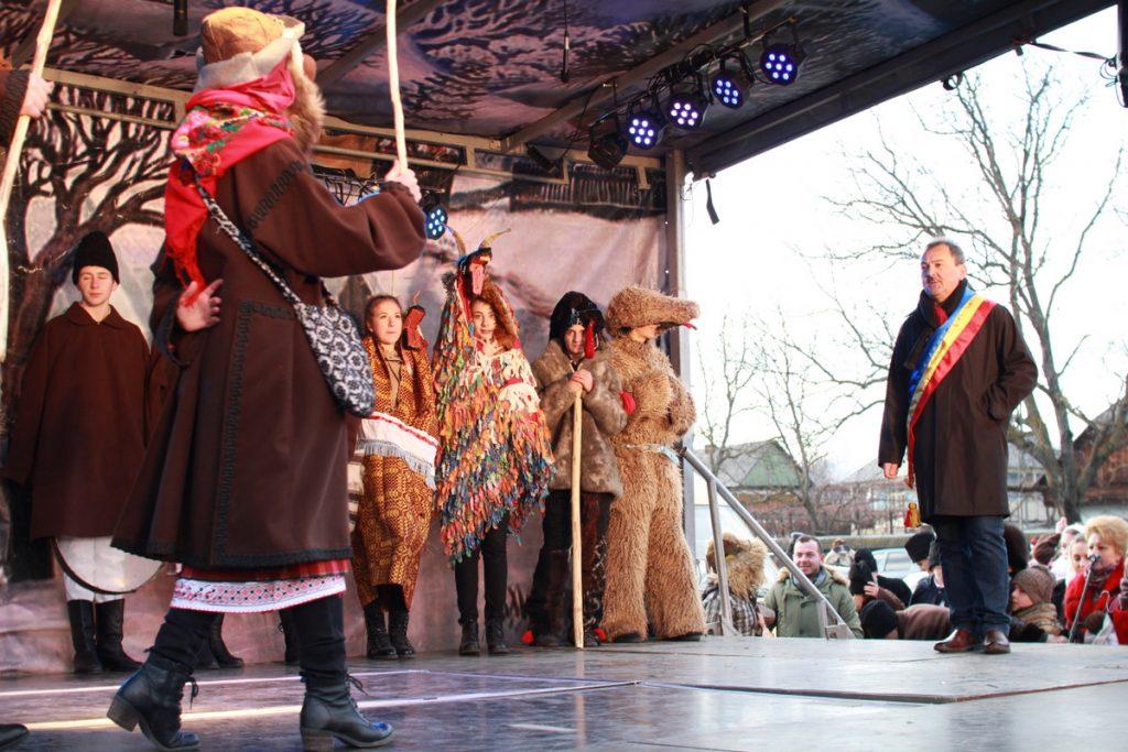 festivalul-de-datini-obiceiuri-si-traditii-de-iarna-borlesti-2016-132