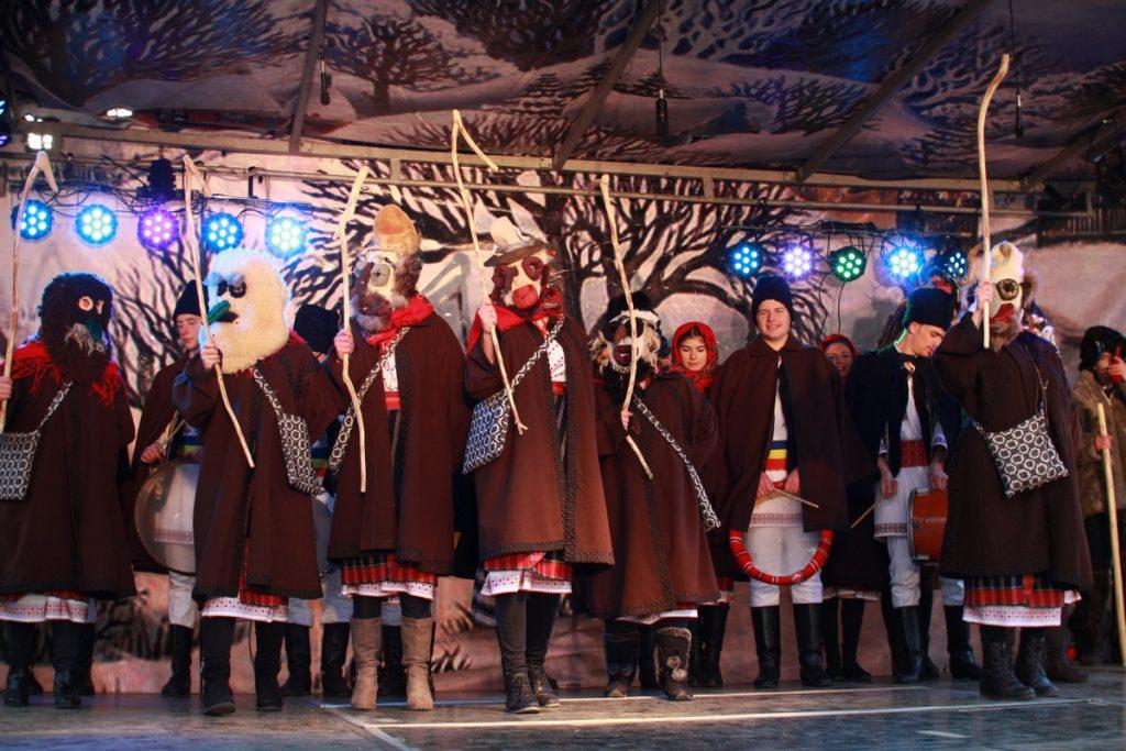 festivalul-de-datini-obiceiuri-si-traditii-de-iarna-borlesti-2016-139