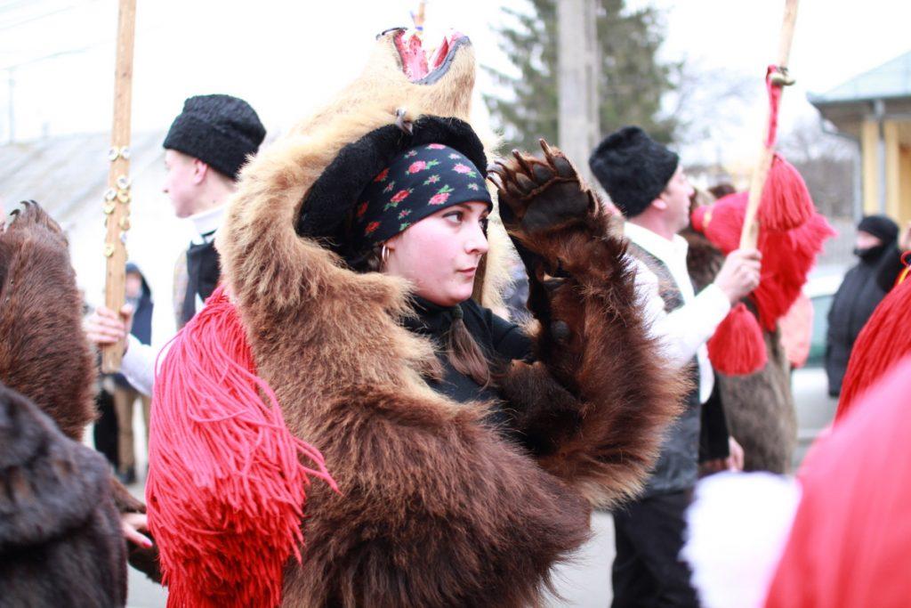 festivalul-de-datini-obiceiuri-si-traditii-de-iarna-borlesti-2016-14