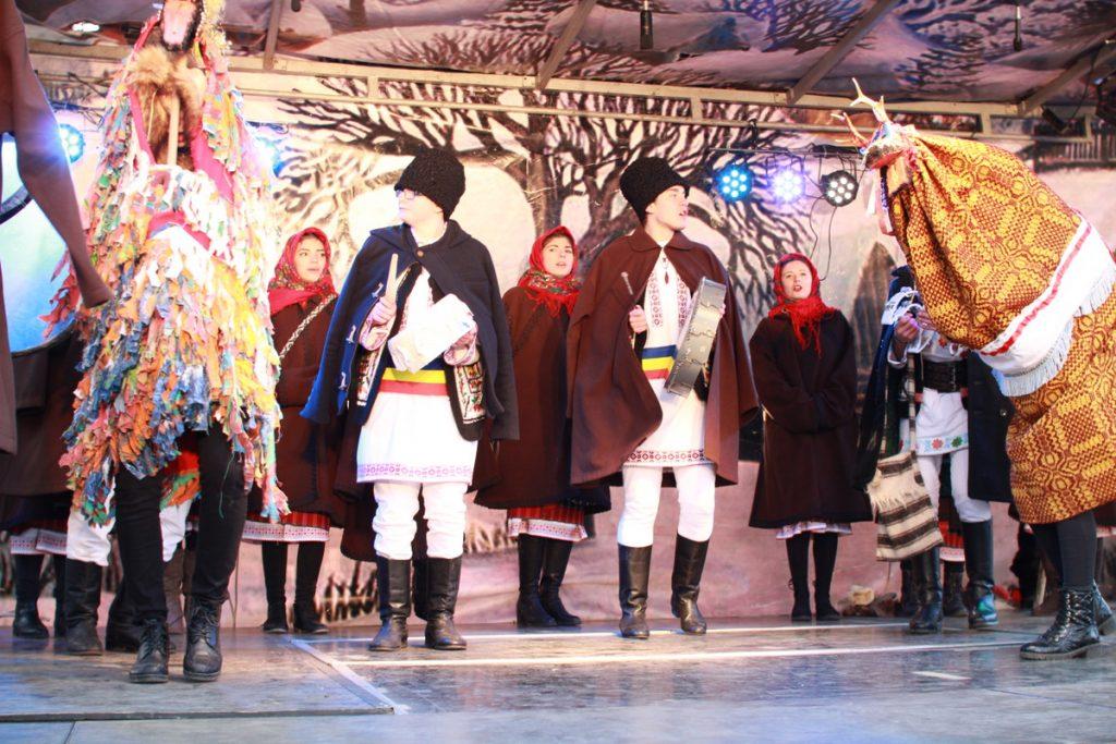 festivalul-de-datini-obiceiuri-si-traditii-de-iarna-borlesti-2016-141