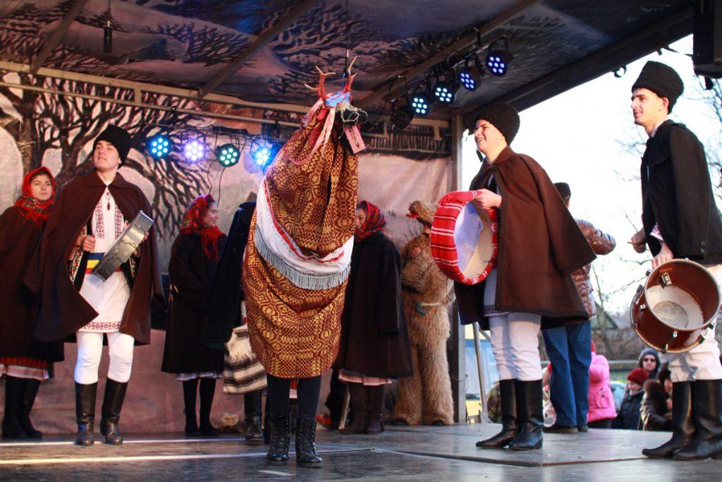 festivalul-de-datini-obiceiuri-si-traditii-de-iarna-borlesti-2016-142