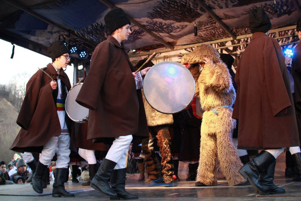 festivalul-de-datini-obiceiuri-si-traditii-de-iarna-borlesti-2016-145