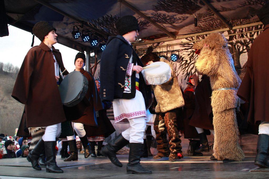 festivalul-de-datini-obiceiuri-si-traditii-de-iarna-borlesti-2016-146