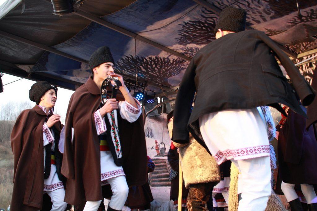 festivalul-de-datini-obiceiuri-si-traditii-de-iarna-borlesti-2016-147