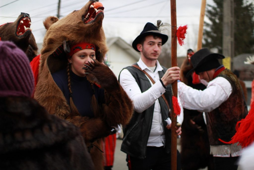 festivalul-de-datini-obiceiuri-si-traditii-de-iarna-borlesti-2016-15