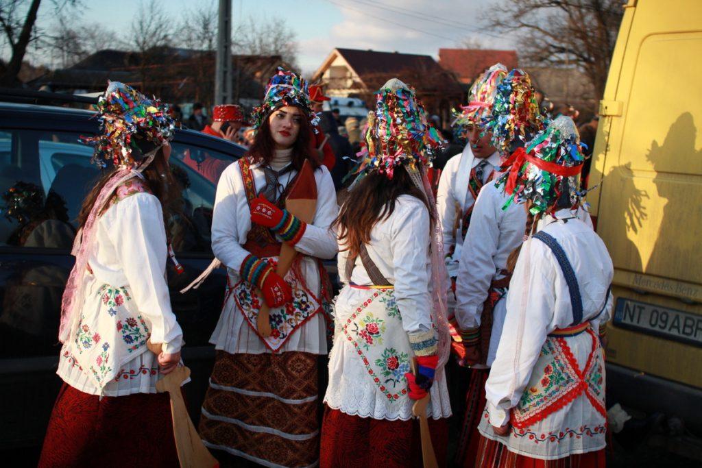 festivalul-de-datini-obiceiuri-si-traditii-de-iarna-borlesti-2016-157