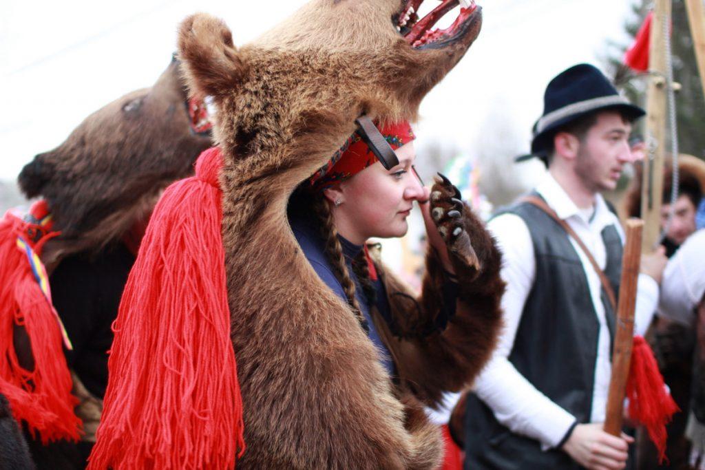 festivalul-de-datini-obiceiuri-si-traditii-de-iarna-borlesti-2016-16