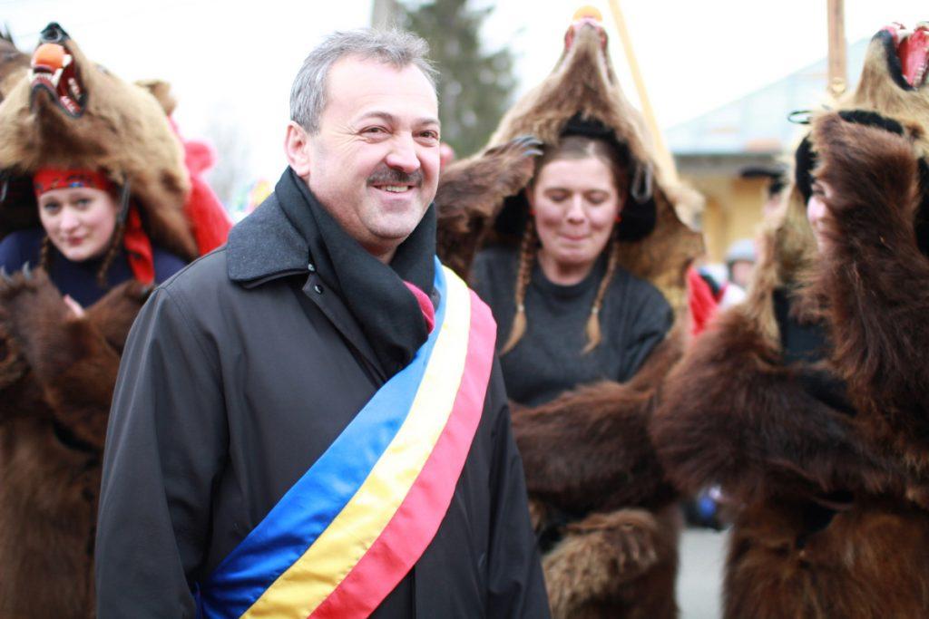 festivalul-de-datini-obiceiuri-si-traditii-de-iarna-borlesti-2016-17