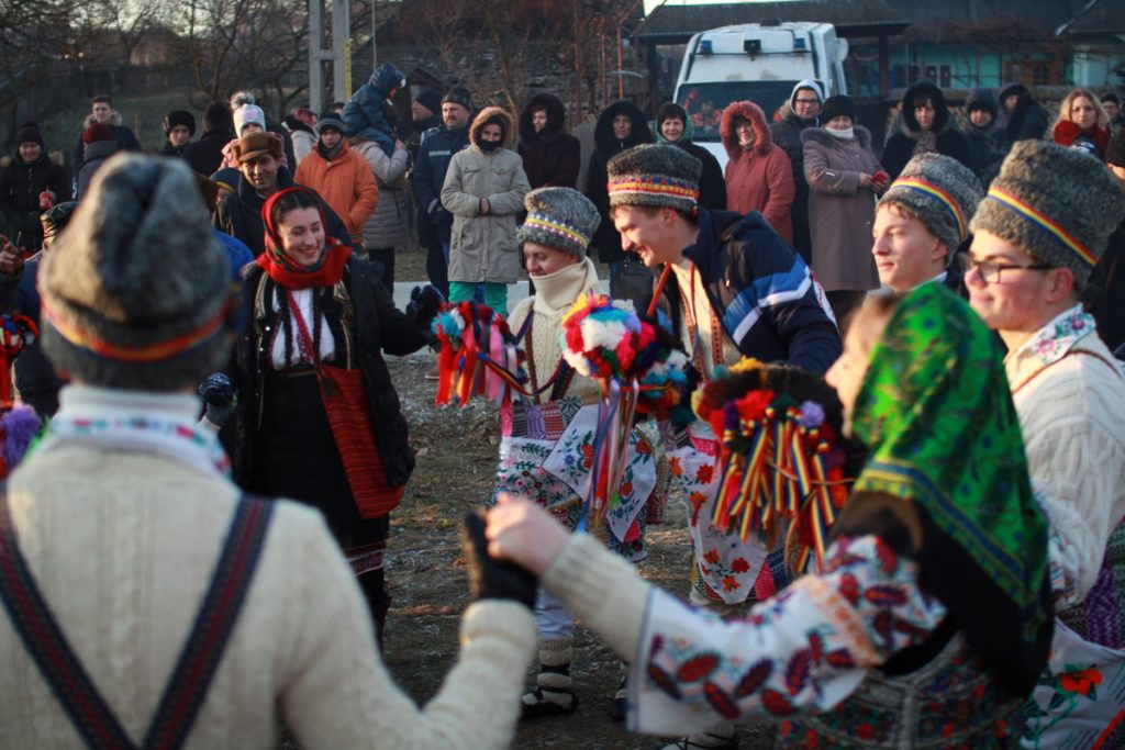festivalul-de-datini-obiceiuri-si-traditii-de-iarna-borlesti-2016-182