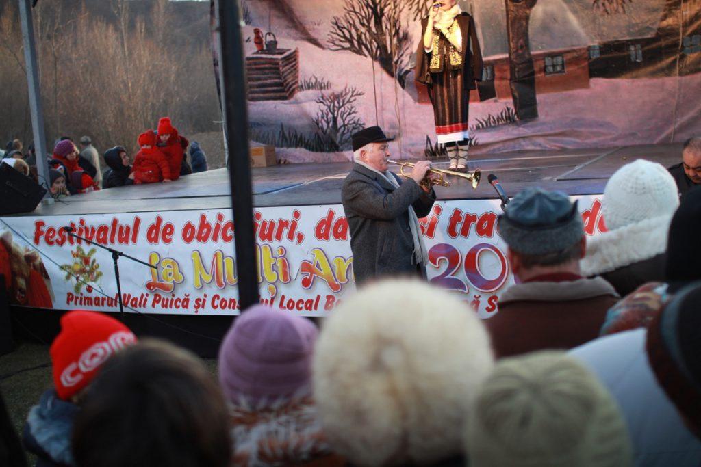 festivalul-de-datini-obiceiuri-si-traditii-de-iarna-borlesti-2016-188