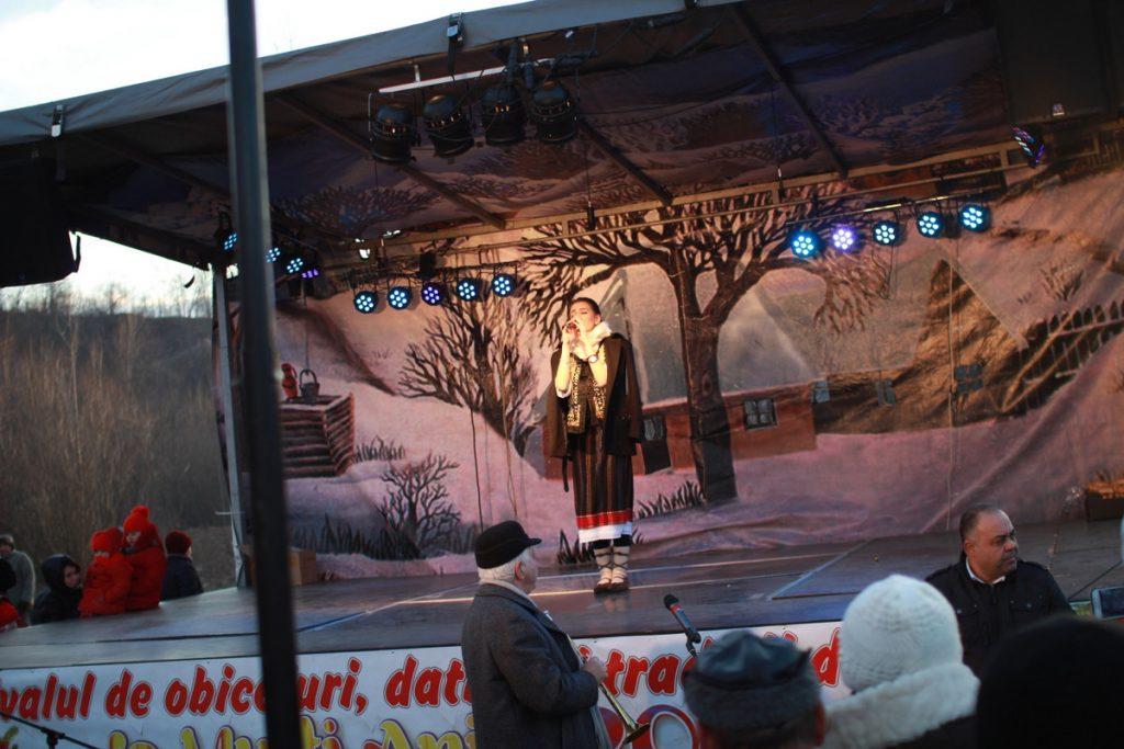 festivalul-de-datini-obiceiuri-si-traditii-de-iarna-borlesti-2016-189
