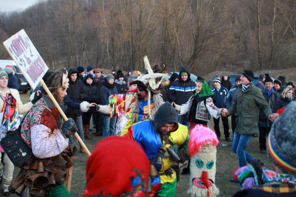 festivalul-de-datini-obiceiuri-si-traditii-de-iarna-borlesti-2016-197