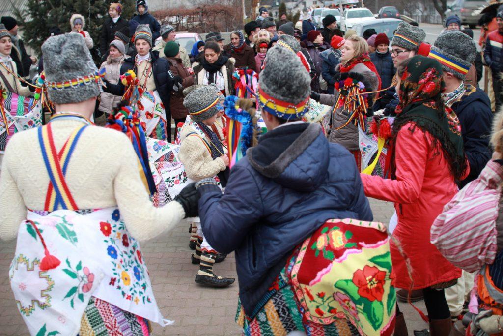 festivalul-de-datini-obiceiuri-si-traditii-de-iarna-borlesti-2016-2