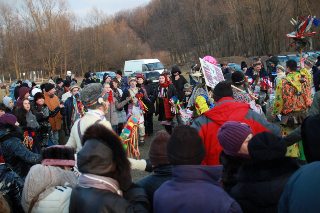 festivalul-de-datini-obiceiuri-si-traditii-de-iarna-borlesti-2016-200