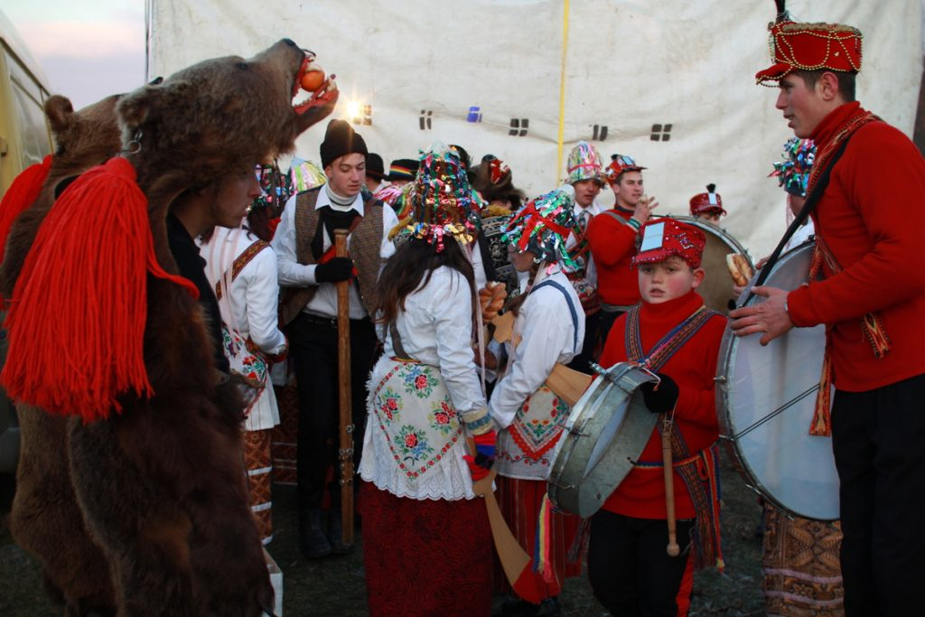 festivalul-de-datini-obiceiuri-si-traditii-de-iarna-borlesti-2016-214