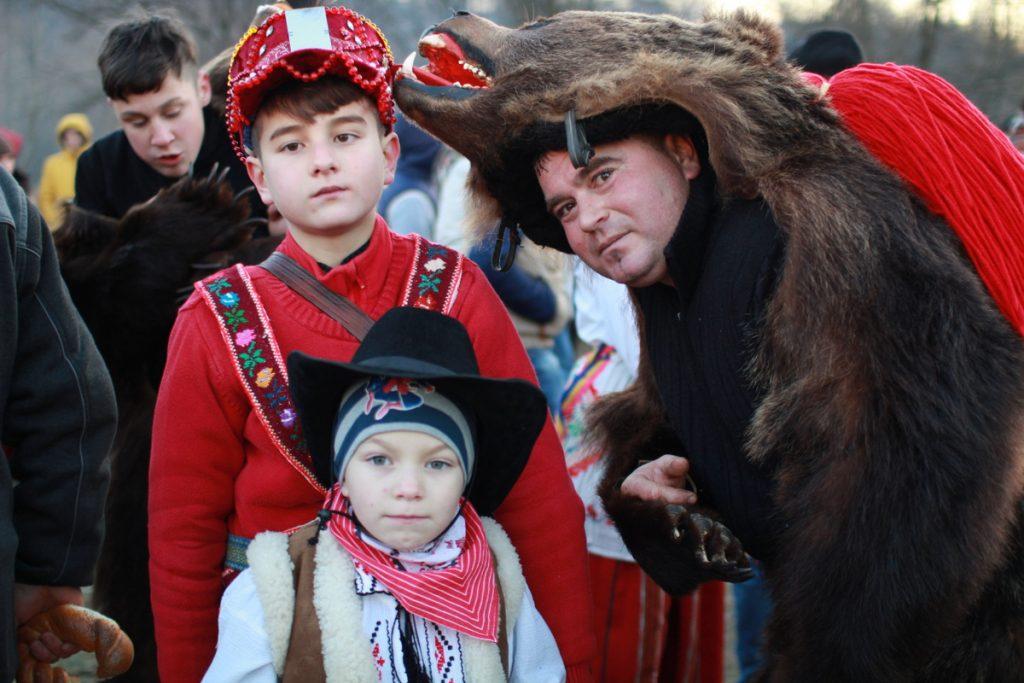 festivalul-de-datini-obiceiuri-si-traditii-de-iarna-borlesti-2016-215