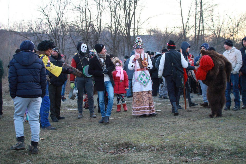festivalul-de-datini-obiceiuri-si-traditii-de-iarna-borlesti-2016-217