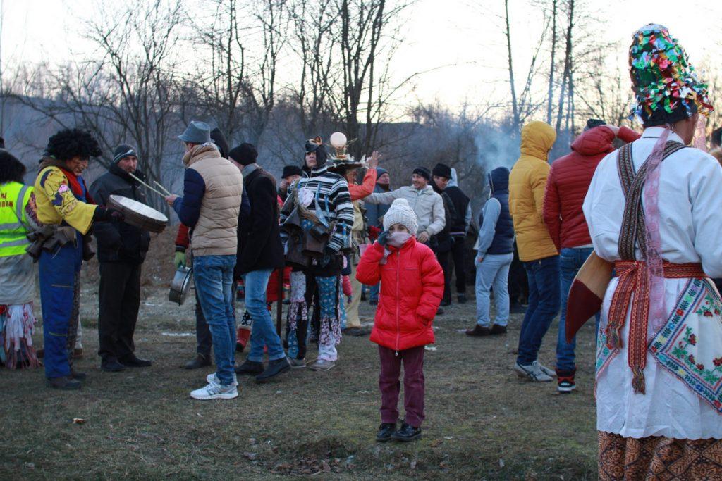 festivalul-de-datini-obiceiuri-si-traditii-de-iarna-borlesti-2016-219