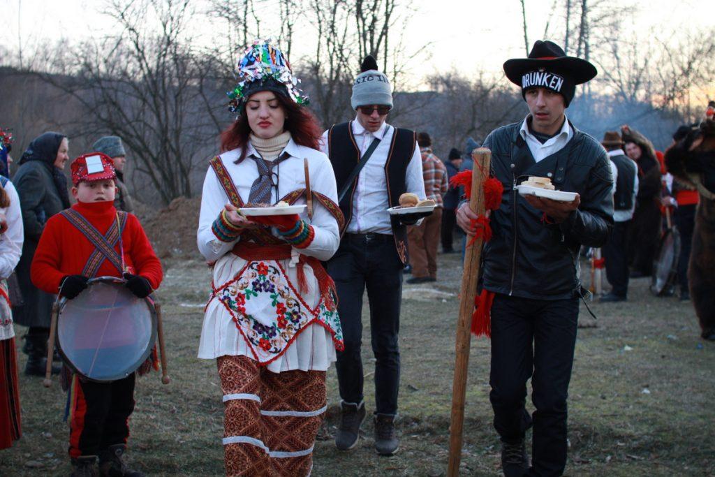 festivalul-de-datini-obiceiuri-si-traditii-de-iarna-borlesti-2016-223