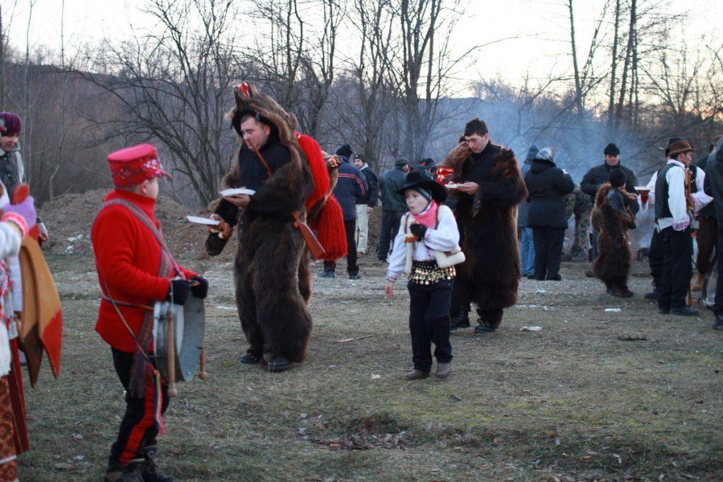 festivalul-de-datini-obiceiuri-si-traditii-de-iarna-borlesti-2016-226