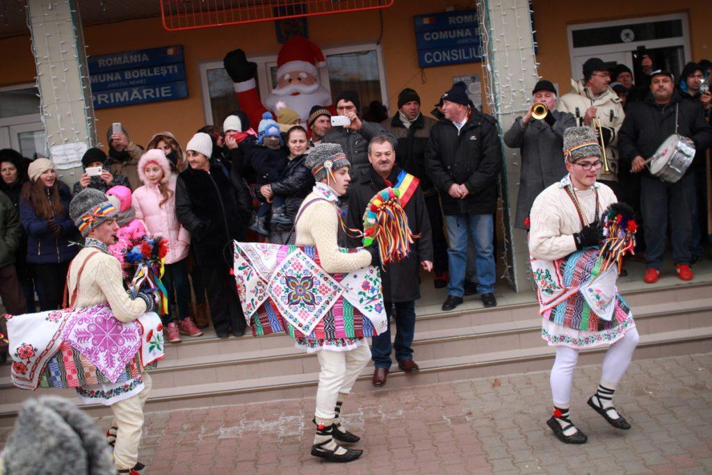 festivalul-de-datini-obiceiuri-si-traditii-de-iarna-borlesti-2016-23