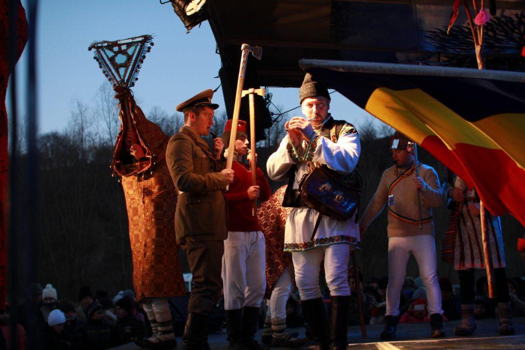 festivalul-de-datini-obiceiuri-si-traditii-de-iarna-borlesti-2016-237