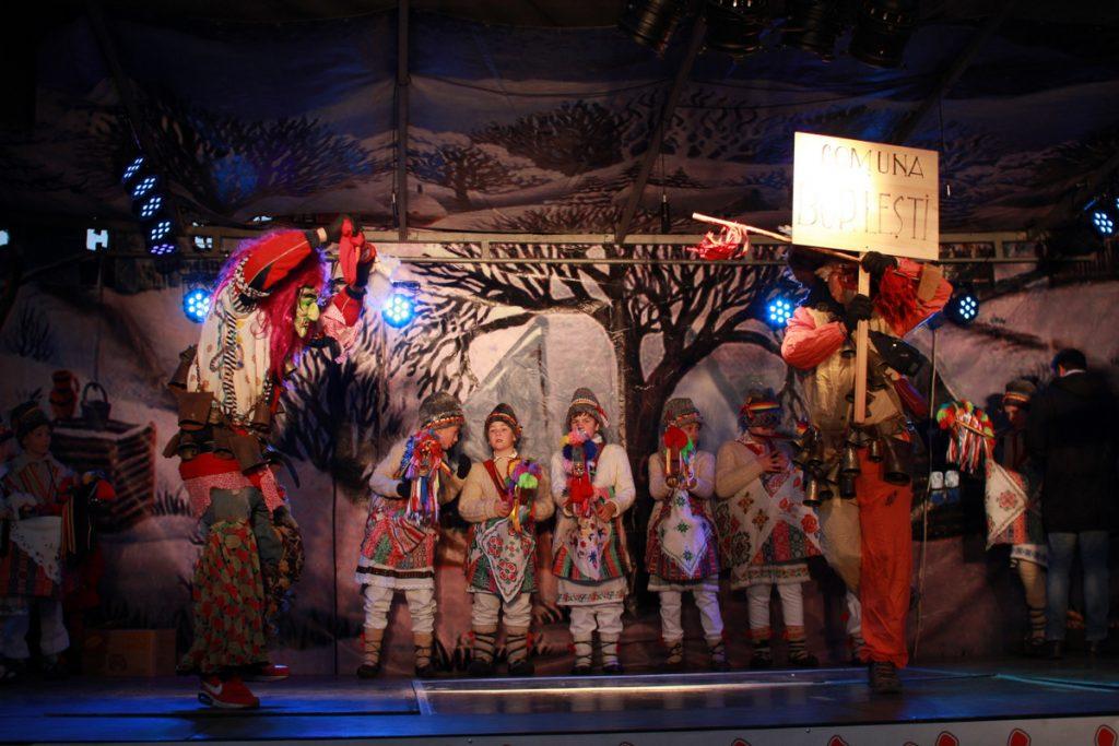 festivalul-de-datini-obiceiuri-si-traditii-de-iarna-borlesti-2016-240