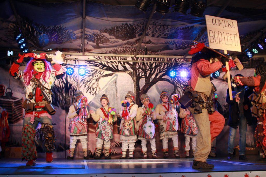 festivalul-de-datini-obiceiuri-si-traditii-de-iarna-borlesti-2016-241