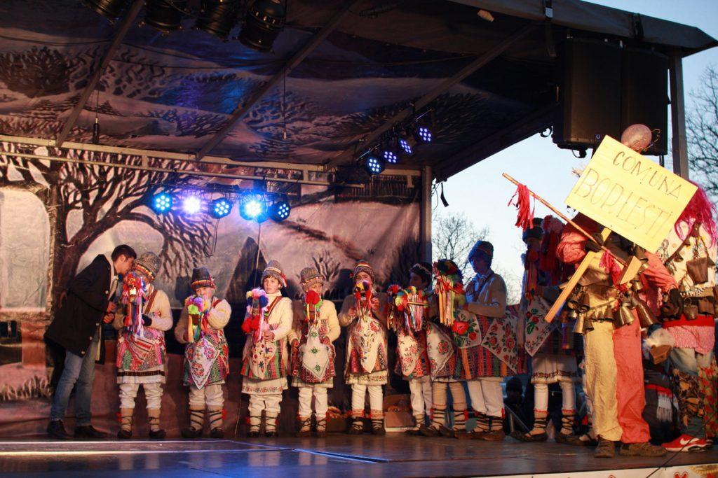 festivalul-de-datini-obiceiuri-si-traditii-de-iarna-borlesti-2016-244