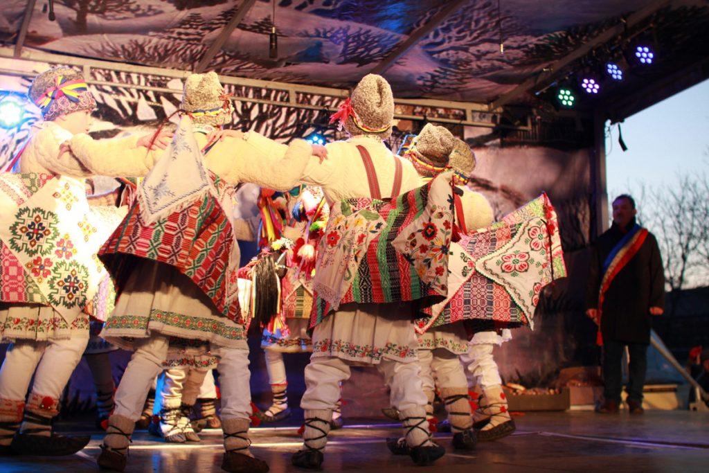 festivalul-de-datini-obiceiuri-si-traditii-de-iarna-borlesti-2016-250