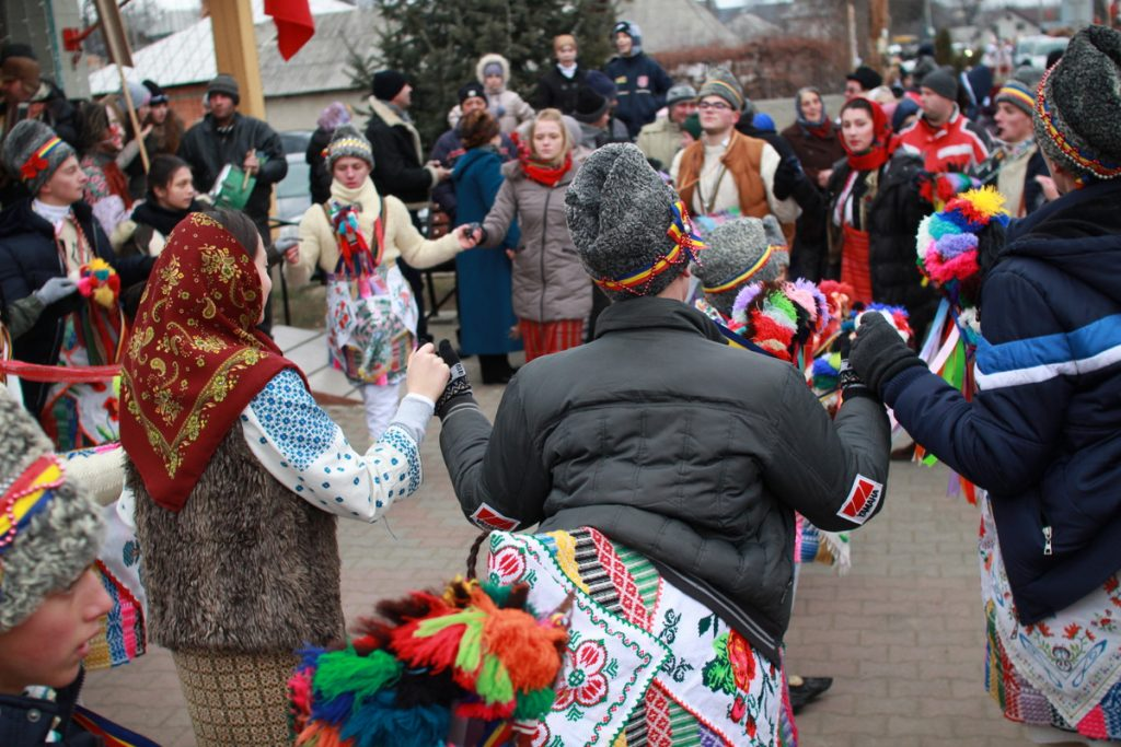 festivalul-de-datini-obiceiuri-si-traditii-de-iarna-borlesti-2016-3
