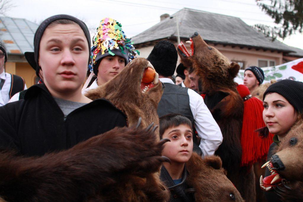 festivalul-de-datini-obiceiuri-si-traditii-de-iarna-borlesti-2016-33