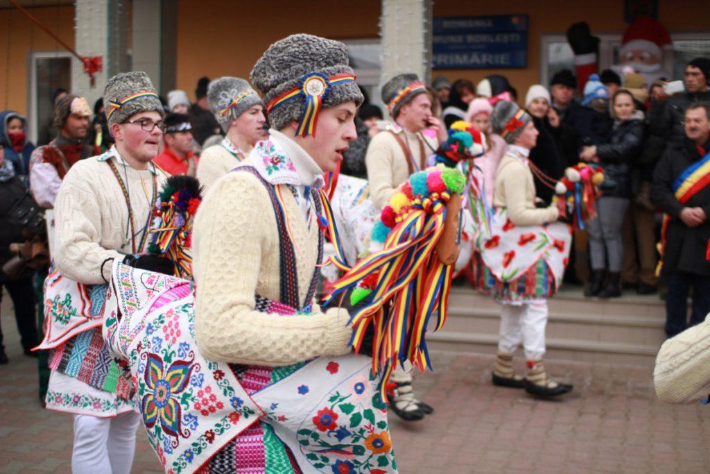 festivalul-de-datini-obiceiuri-si-traditii-de-iarna-borlesti-2016-35