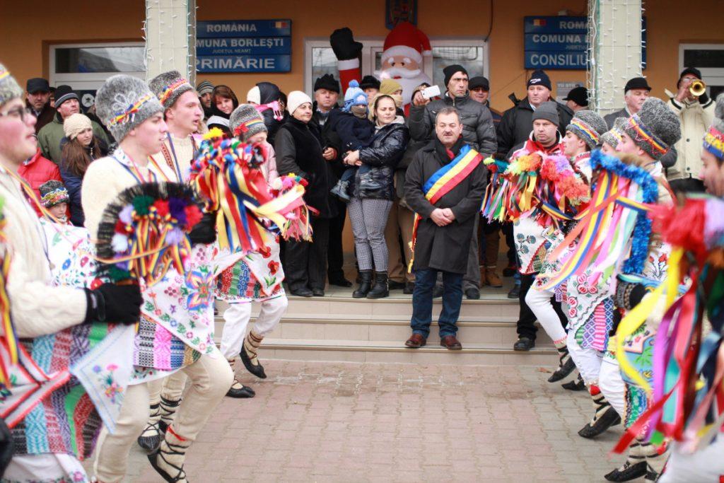 festivalul-de-datini-obiceiuri-si-traditii-de-iarna-borlesti-2016-36