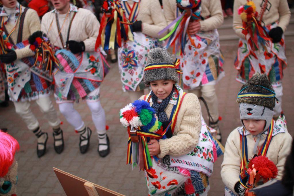 festivalul-de-datini-obiceiuri-si-traditii-de-iarna-borlesti-2016-38