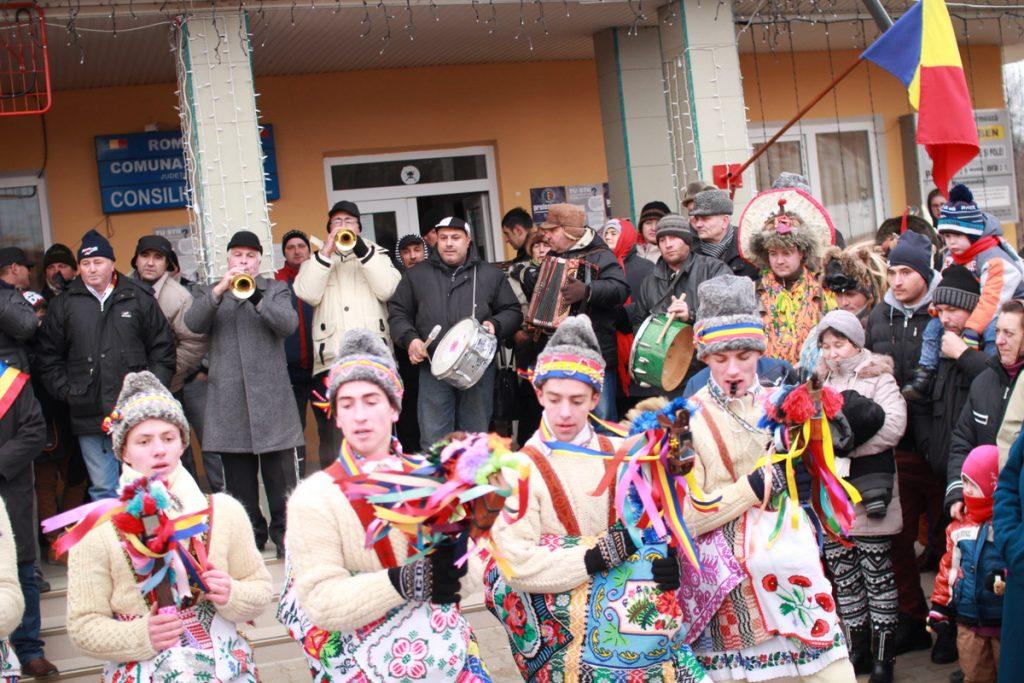 festivalul-de-datini-obiceiuri-si-traditii-de-iarna-borlesti-2016-40